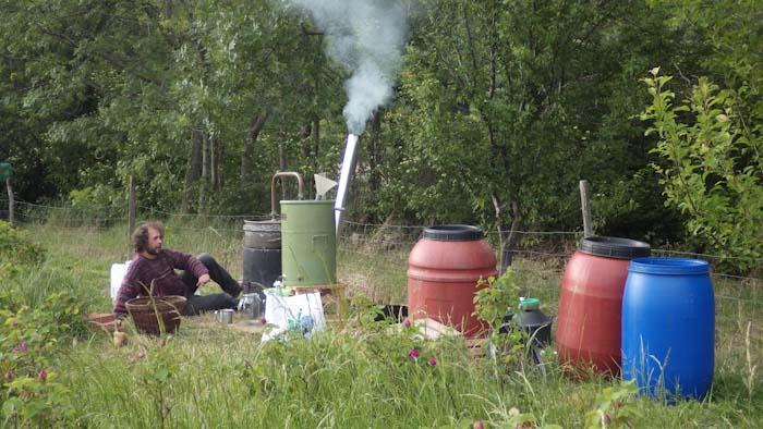 Distillation dans la plantation