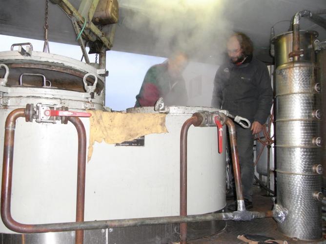Jean charles et moi a la distilleuse de st le onard